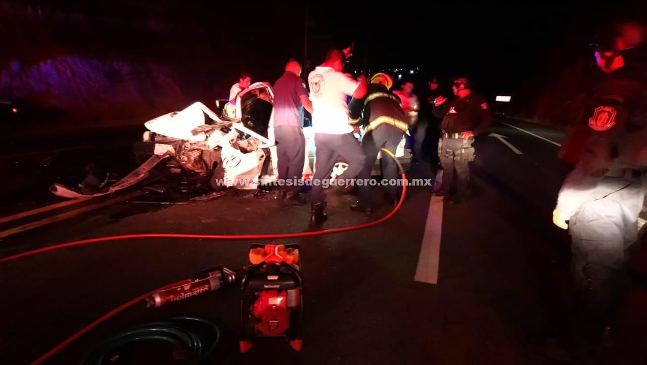 Una muerto y dos heridas deja accidente sobre la carretera federal Acapulco-Zihuatanejo
