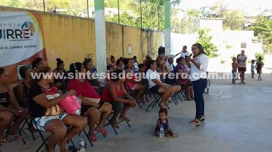 Recibe Alejandra Aguirre apoyo de vecinos de seis colonias del distrito 06