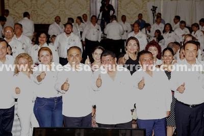 Asiste Astudillo al primer informe de labores del presidente del CEN del SNTISSSTE, Luis Miguel Victoria Ranfla