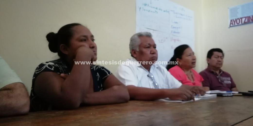 Reyna muere en vida… buscando a su esposo desaparecido en Chilapa