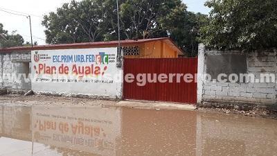 Por obra inconclusa se suspenden clases en escuela de Tecpan de Galeana