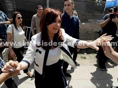 Procesan a expresidenta Cristina Fernández por lavado de dinero