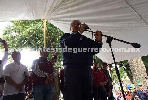 Si insisten en NAIM en Texcoco, que sea con inversión privada: AMLO