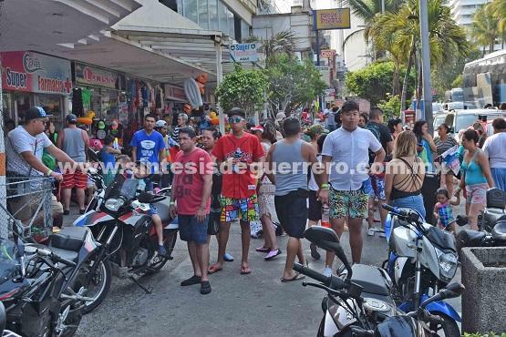 """(Video) Logra Acapulco un 86.1 por ciento de ocupación hotelera en el segundo día del """"AcaMoto 2018""""."""