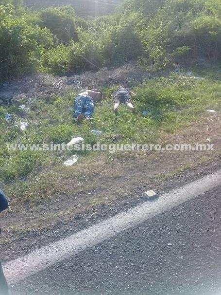 Dejan ejecutados a un hombre y una mujer, junto a la carretera Iguala-Taxco