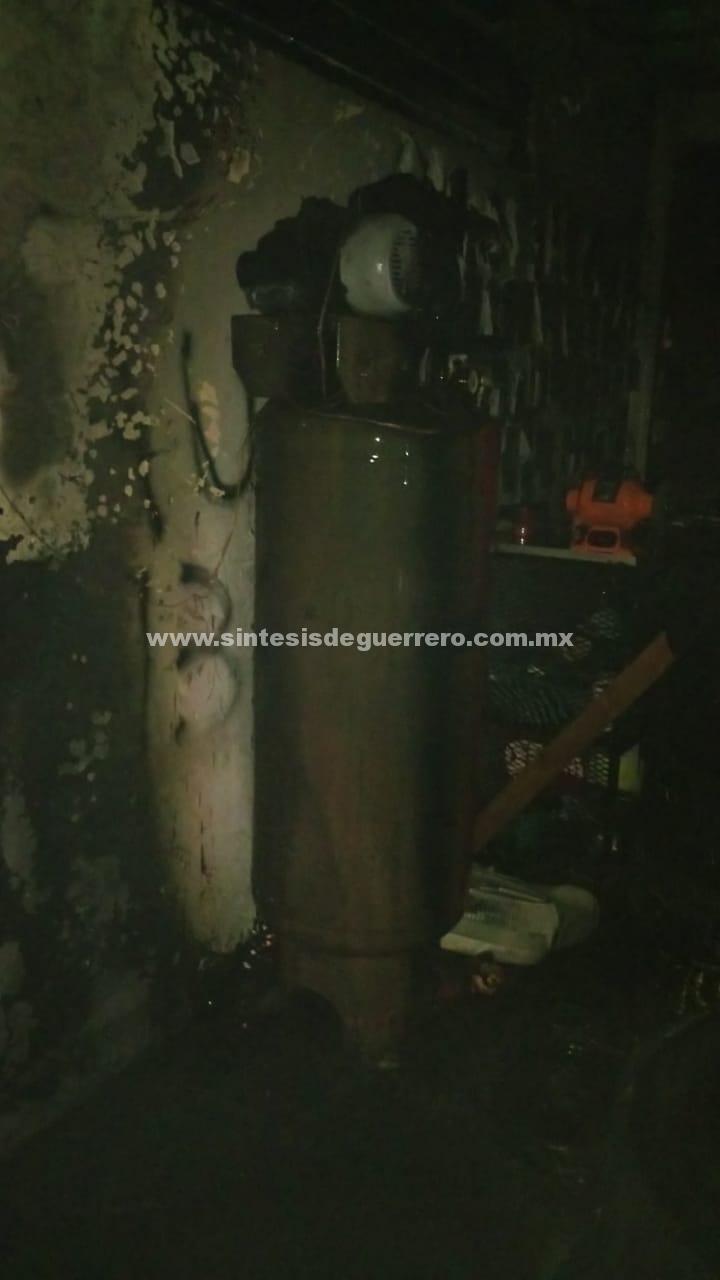 """Pánico en escuela de Acapulco por """"flamazo"""" en un tanque de gas"""