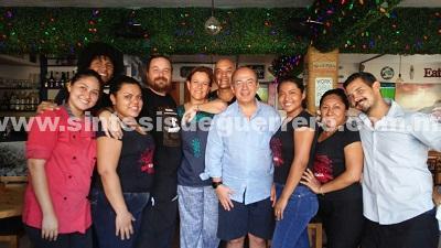 Visitan Felipe Calderón y su esposa Margarita Zavala el restaurante La Concha, en Acapulco