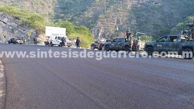 EMBOSCADA A POLICIAS ESTATALES EN LA CARRETERA FEDERAL CHILPANCINGO-IGUALA, EN EL PUNTO CONOCIDO COMO EL CAÑON DEL ZOPILOTE.