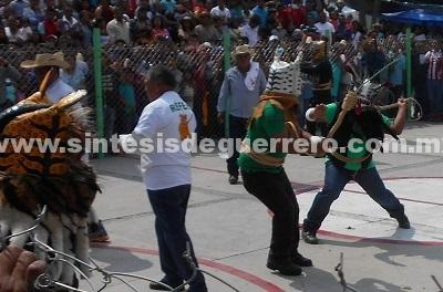"""Policía Comunitaria """"Por la Paz y la Justicia"""" cuida pelea de Tigres en Zitlala"""