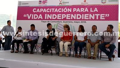 Imparten curso para mejorar la atención a personas con discapacidad en Tlapa