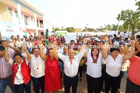 Apoyar la cuarta etapa de la formalización laboral y recategorización de salarios que merecen trabajadores del sector salud, propone Añorve.