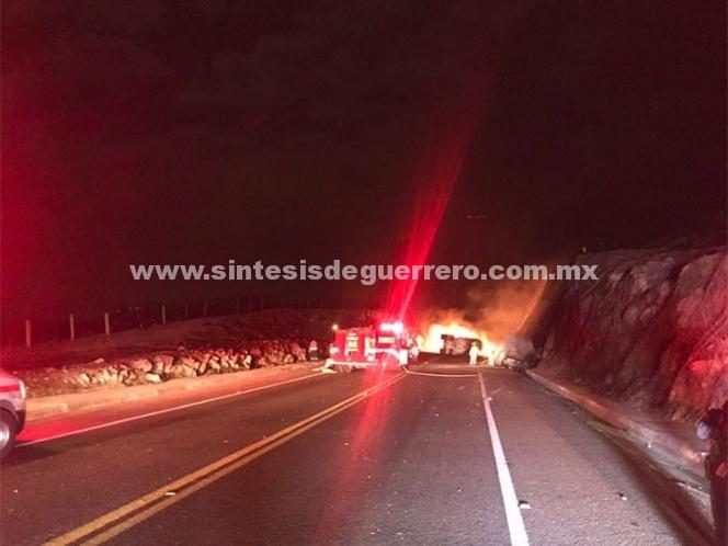 Volcadura y flamazo de pipa en Guanajuato deja varios heridos