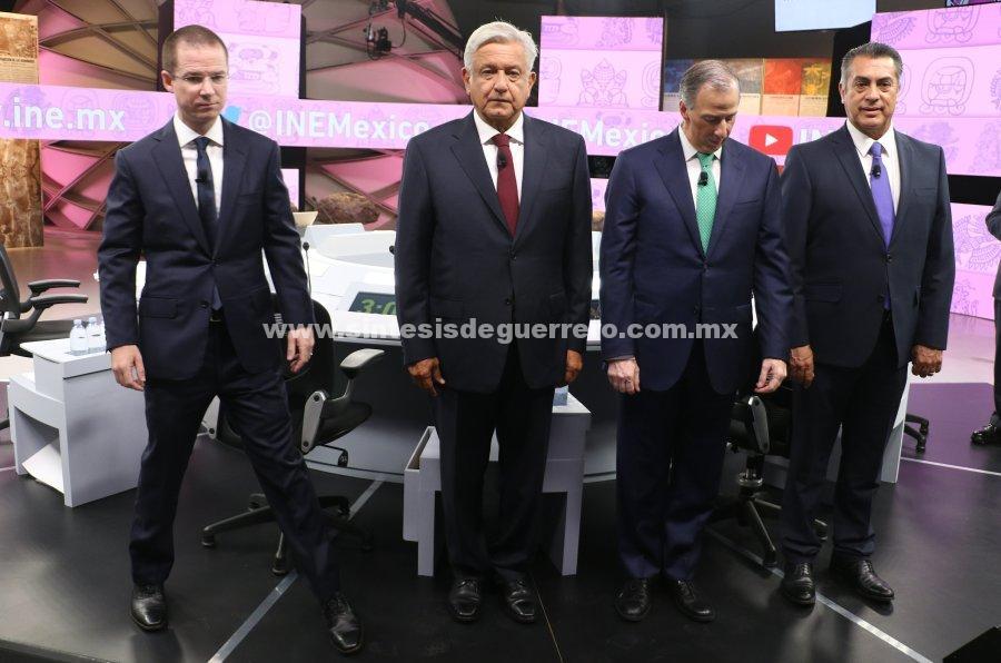 Peña, 'el presidente incómodo', y los pactos secretos dominan el tercer debate presidencial
