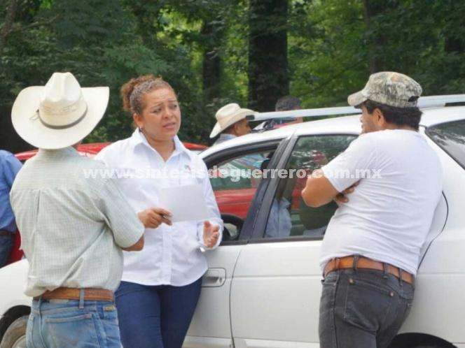 Balean camioneta de candidata del PRI en Querétaro
