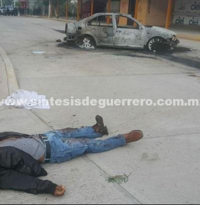 Ejecutan a balazos a director de seguridad en Zitlala y calcinan su vehículo