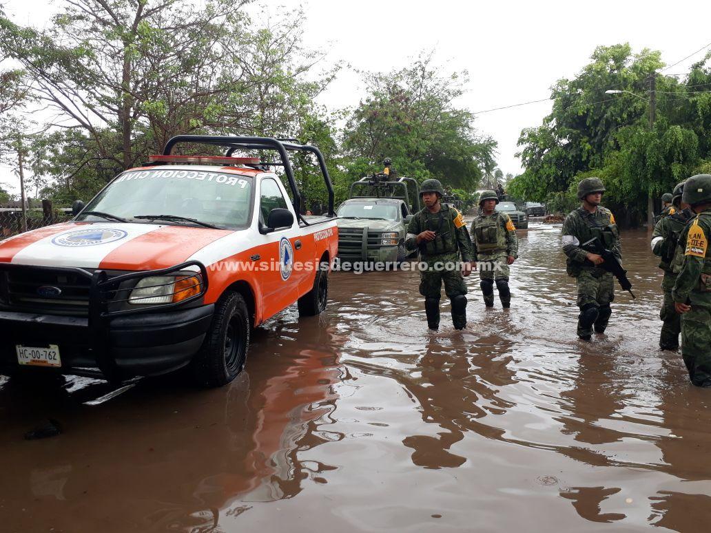 """Gobierno del Estado continua labores de limpieza en zonas afectadas por lluvias y alto oleaje generados por el huracán """"BUD"""""""