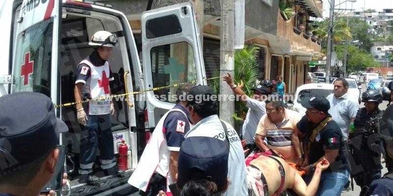 Dos hombres fueron heridos a balazos dentro de una clínica particular en Acapulco
