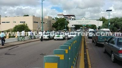 Transportistas de Coyuca de Catalán atacan hotel donde se hospeda la Gendarmería