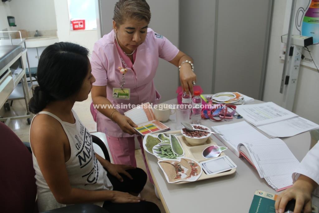 Nutricionistas del IMSS apoyan de forma individual para lograr una vida saludable