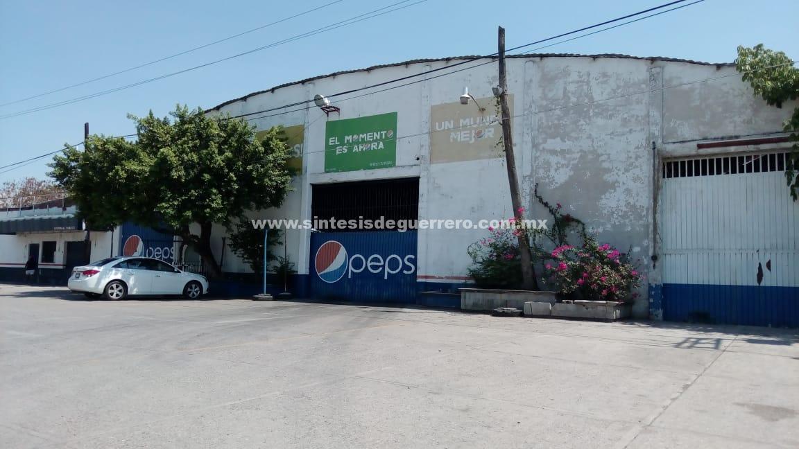 Por inseguridad, cierra Pepsi sus operaciones en Tierra Caliente