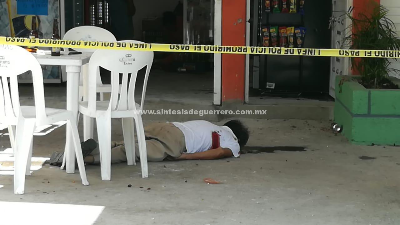 Grupo armado acribillan a dos hombres en Iguala; atropellan a otras dos personas y chocan en la huída