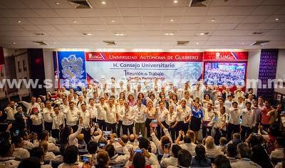 Toman protesta los nuevos directores de preparatorias y facultades de la UAGro