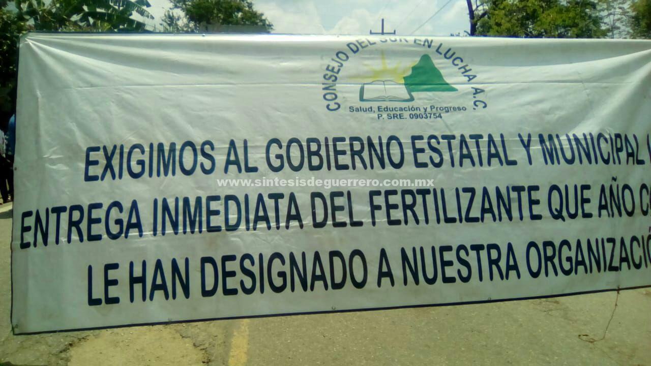 Campesinos de Tecoanapa exhiben corrupción de René Morales, mientras su esposa hace campaña para relevarlo en la alcaldía