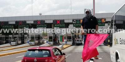 Maestros toman caseta de la Autopista del Sol, recaban fondos para marcha nacional