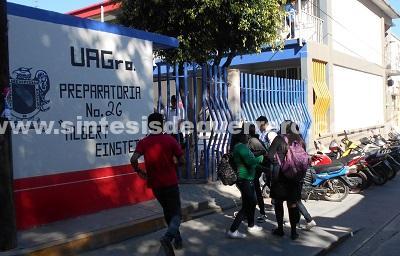 En 2018, alumnos de la prepa 26 de Chilapa siguen desertando por la violencia: ex director