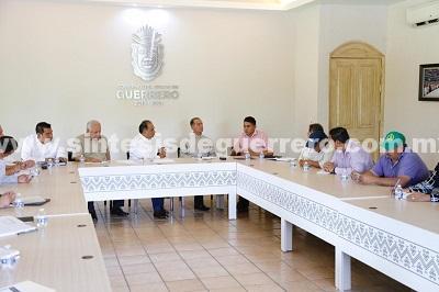 Dialoga Astudillo Flores con representantes de la UNTA en Guerrero