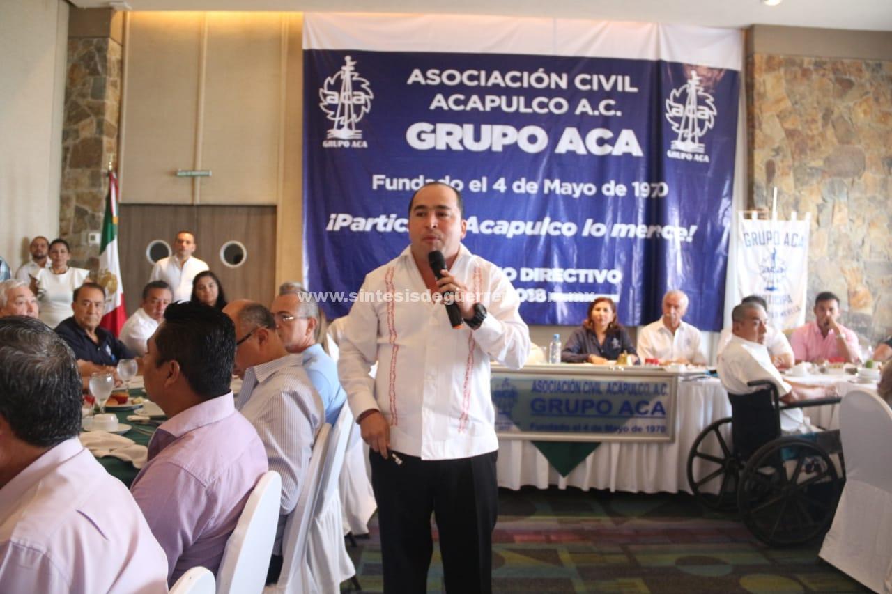 Arropan a Taja en sesión del Grupo Acá, tenemos presidente vitorean