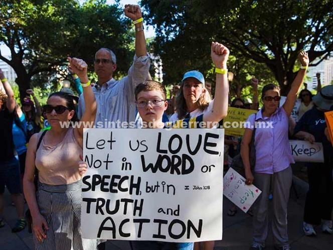Miles marchan contra política de separación de familias en EU