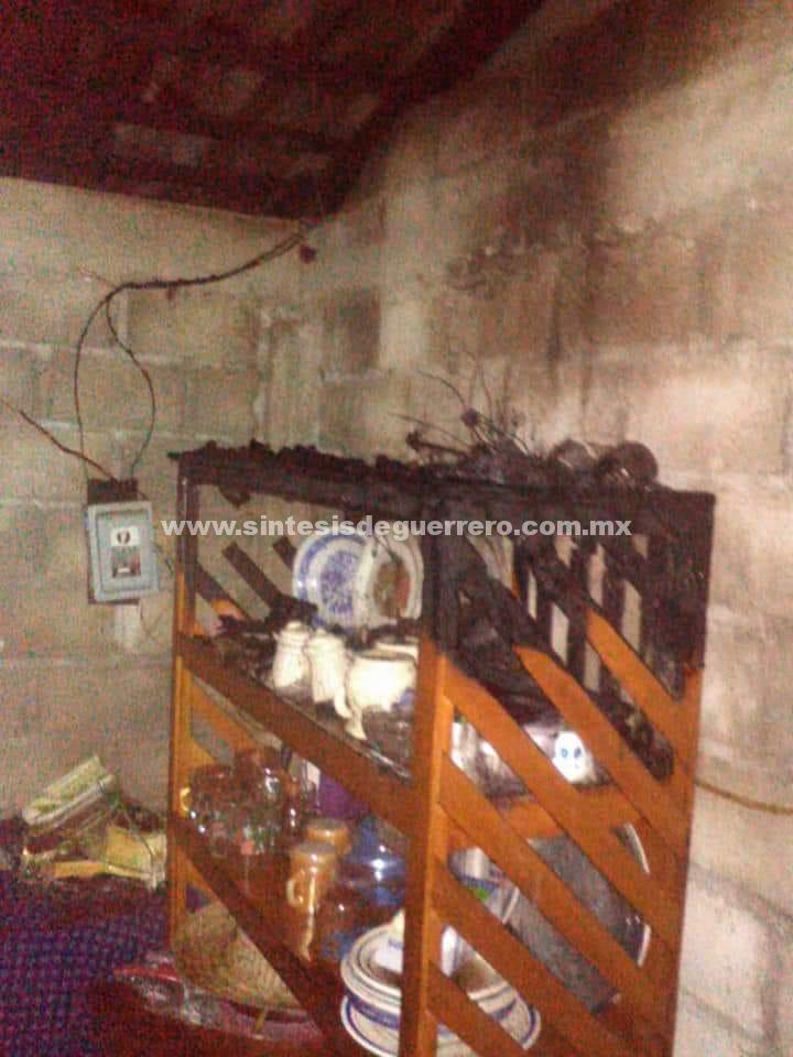 Se incendian dos viviendas en Atoyac