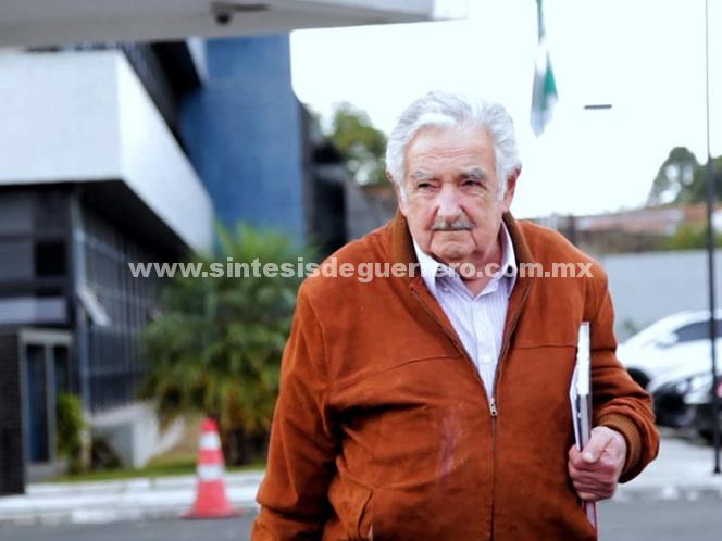 José Mujica visita a Lula da Silva en la cárcel