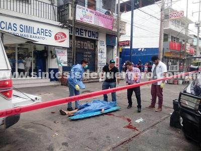 """""""Aquí está tu vieja""""; escriben en una cartulina hallada junto al cadáver de una mujer, en Acapulco"""