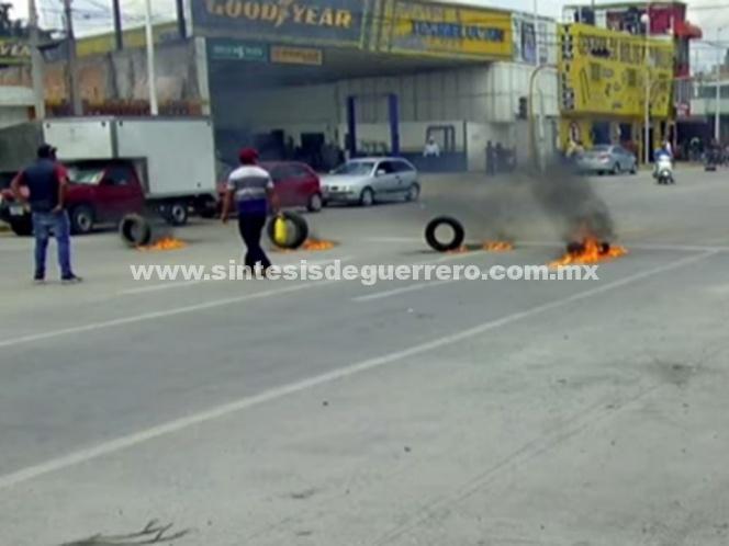 Realizan bloqueos en San Martín Texmelucan tras asesinato de presuntos huachicoleros