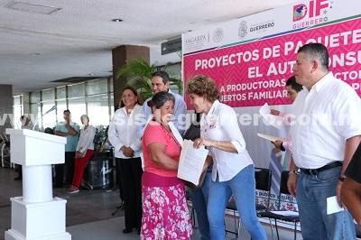 Entrega DIF Guerrero apoyos a 255 familias para la producción de huertos familiares