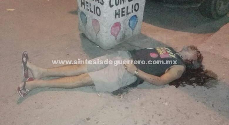 Asesinan a un hombre a unos metros del Ayuntamiento, en Coyuca de Benítez