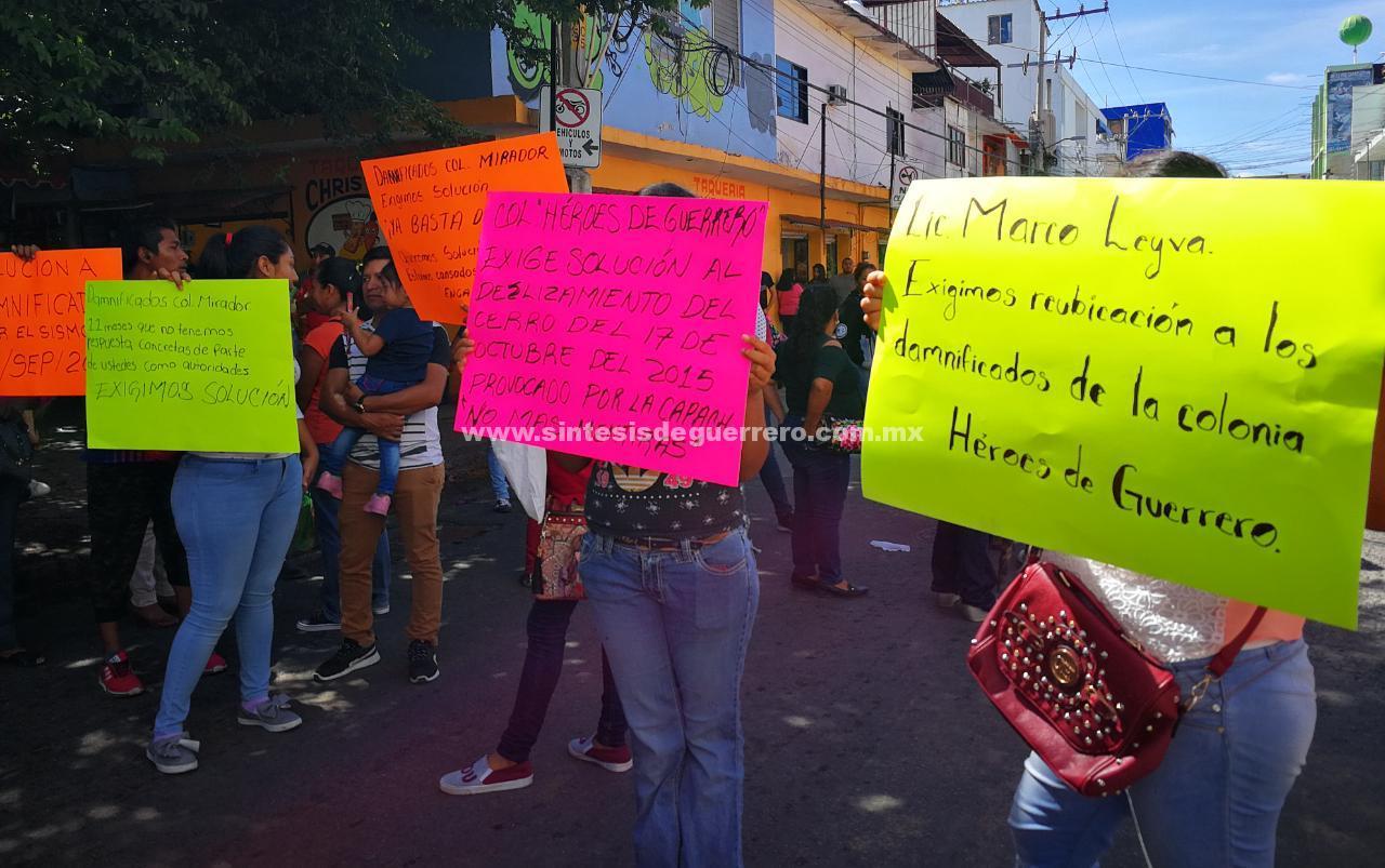 Damnificados de Chilpancingo realizan bloqueos, para exigir reubicación