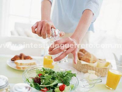 Una alimentación adecuada no requiere del consumo de alimentos light, intica nutrióloga del IMSS
