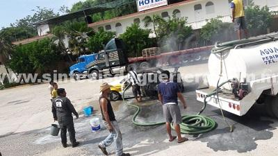 Hombres armados incendian taxi en Acapulco
