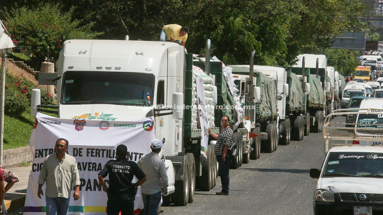 Cumple el Gobernador al 100 por ciento con la entrega de fertilizante gratuito