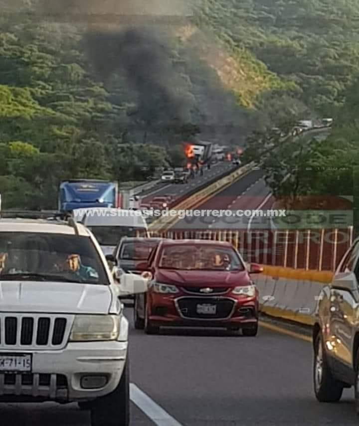 SPCGRO Atiende carambola de vehículos registrada en la Autopista del Sol