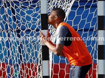 Uruguay manda un aviso a Mbappé