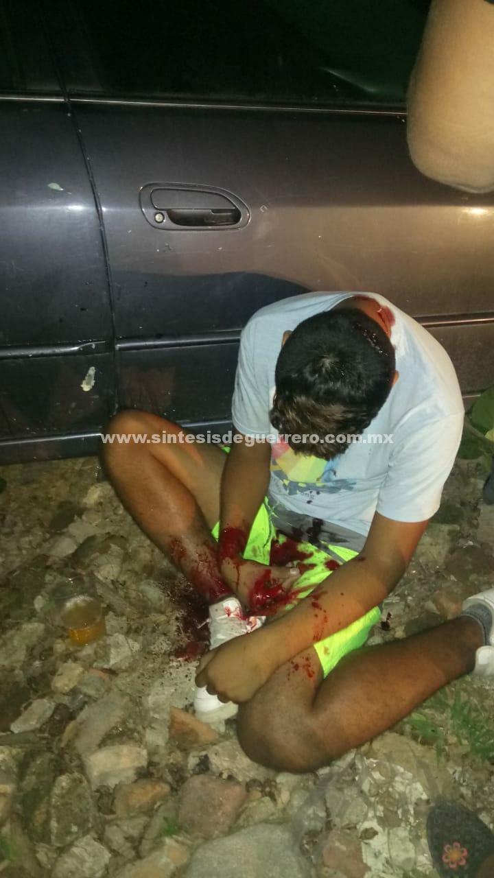 Acribillan a dos jóvenes afuera de su casa, en Iguala