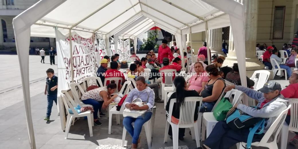 Segundo día tomado Ayuntamiento de Chilpancingo
