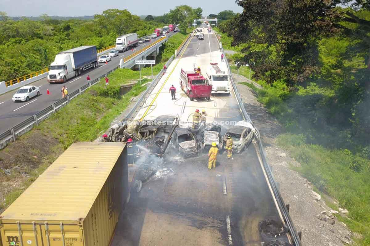 (Video) Terrible accidente carretero en Veracruz deja 6 muertos