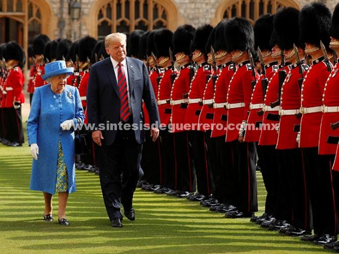 Trump se reúne con la reina Isabel II de Inglaterra