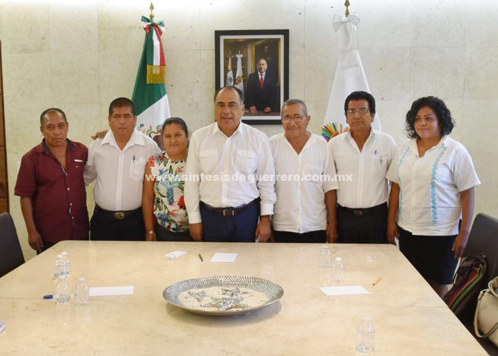 Recibe el gobernador a autoridades municipales electas por Usos y Costumbres de Ayutla de los Libres