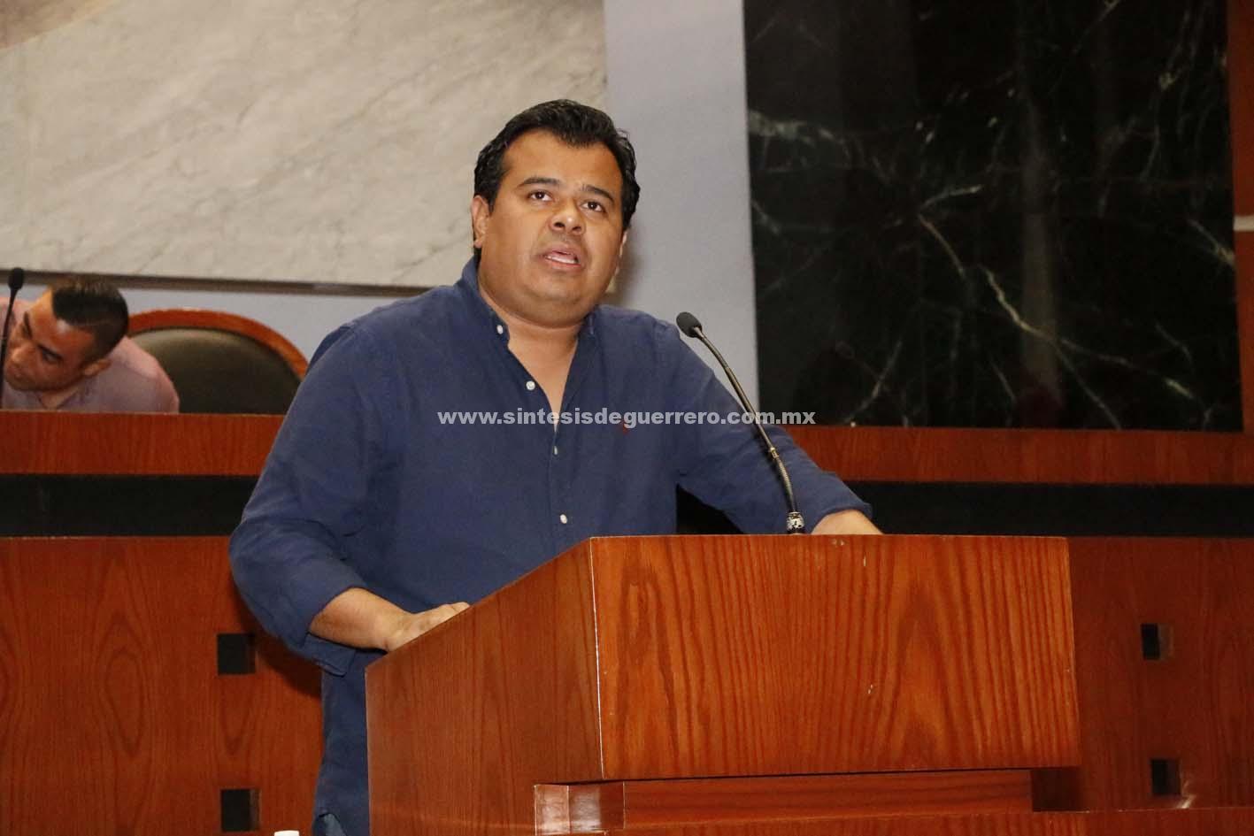 Samuel Reséndiz Peñaloza propuso adicionar la Ley Orgánica del Congreso del Estado